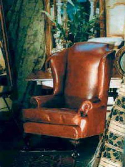 4-07 - Leather wing chair