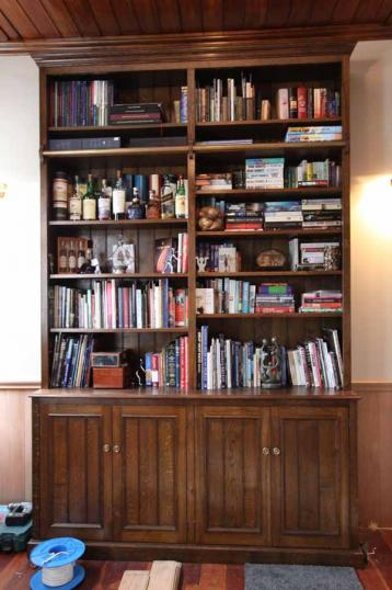 10-23 - Weatherby George Cupboard/Bookcase