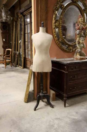 Shapely French Mannequin