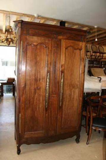 77-24 - Armoire French Chestnut