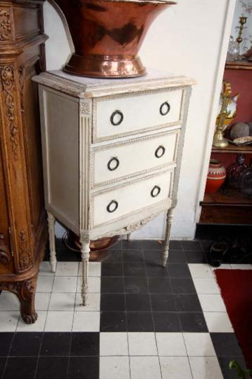 80-77 - Pair of Painted Louis XVI Bedsides