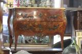 81-48 - A Fine French Louis XV Commode