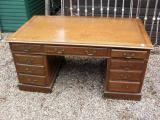 81-30 - English Oak Pedestal Desk