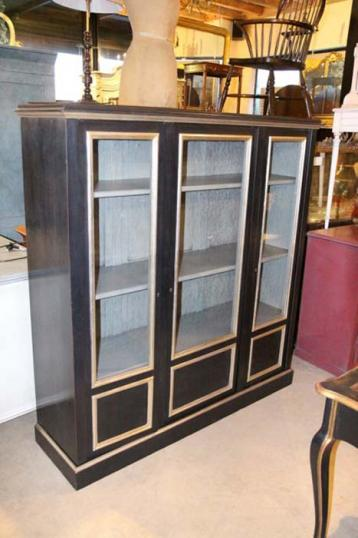 82-30 - French Painted Display Case