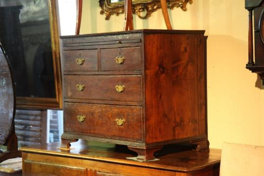 85-26 - Small  English Oak Chest of Drawers