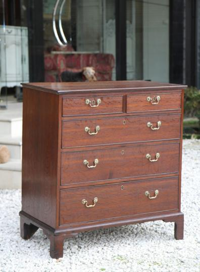 86-15 - English Oak Chest of Drawers