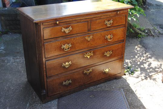 86-52 - George II Oak Chest with Slide and Drawers