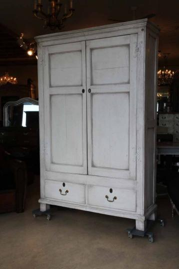 88-00 - Painted English Oak Court Cupboard