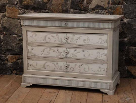 88-81 - French Painted Commode