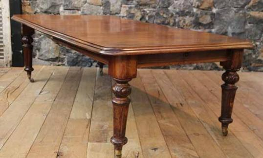 English Victorian Mahogany Dining Table With Extension Leaves