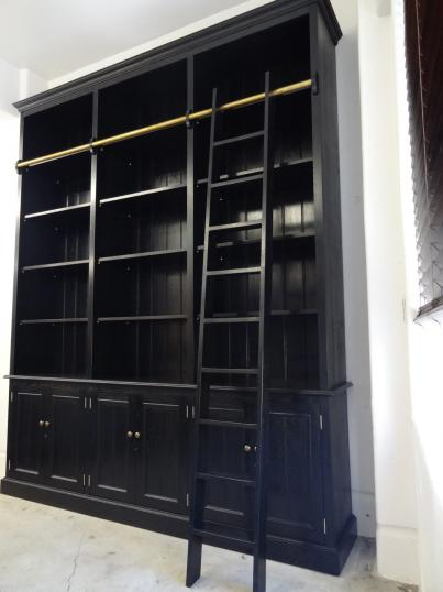 94-94 - Weatherby George bookcase
