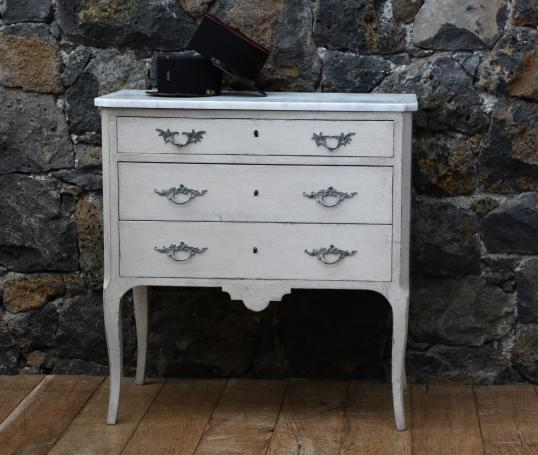 96-04 - French 3 Drawer Commode