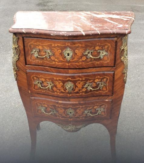 98-26 - Small Bombe Commode