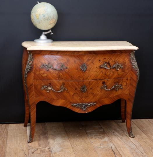 Bombe Commode