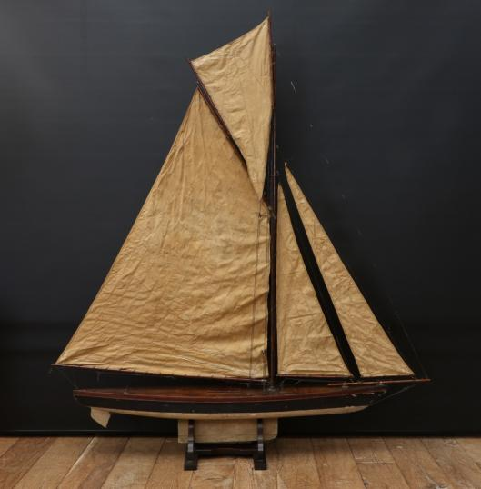 Large Racing Pond Yacht