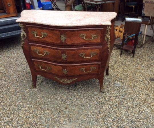98-61 - 3 Drawer Bombe Commode