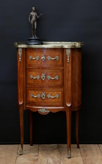 99-29 - Commode with Gallery Top