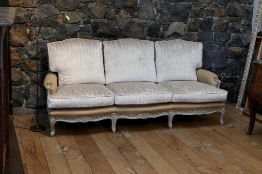 Louis XV Daybed Sofa in Hessian and Velvet