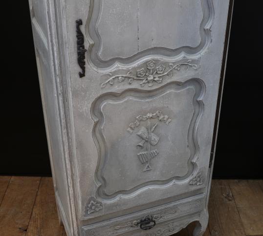 Bonnetiere Or One Door Armoire