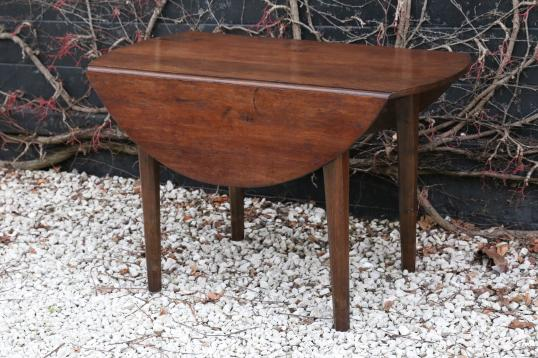 Round Tapered Leg Tapered French table