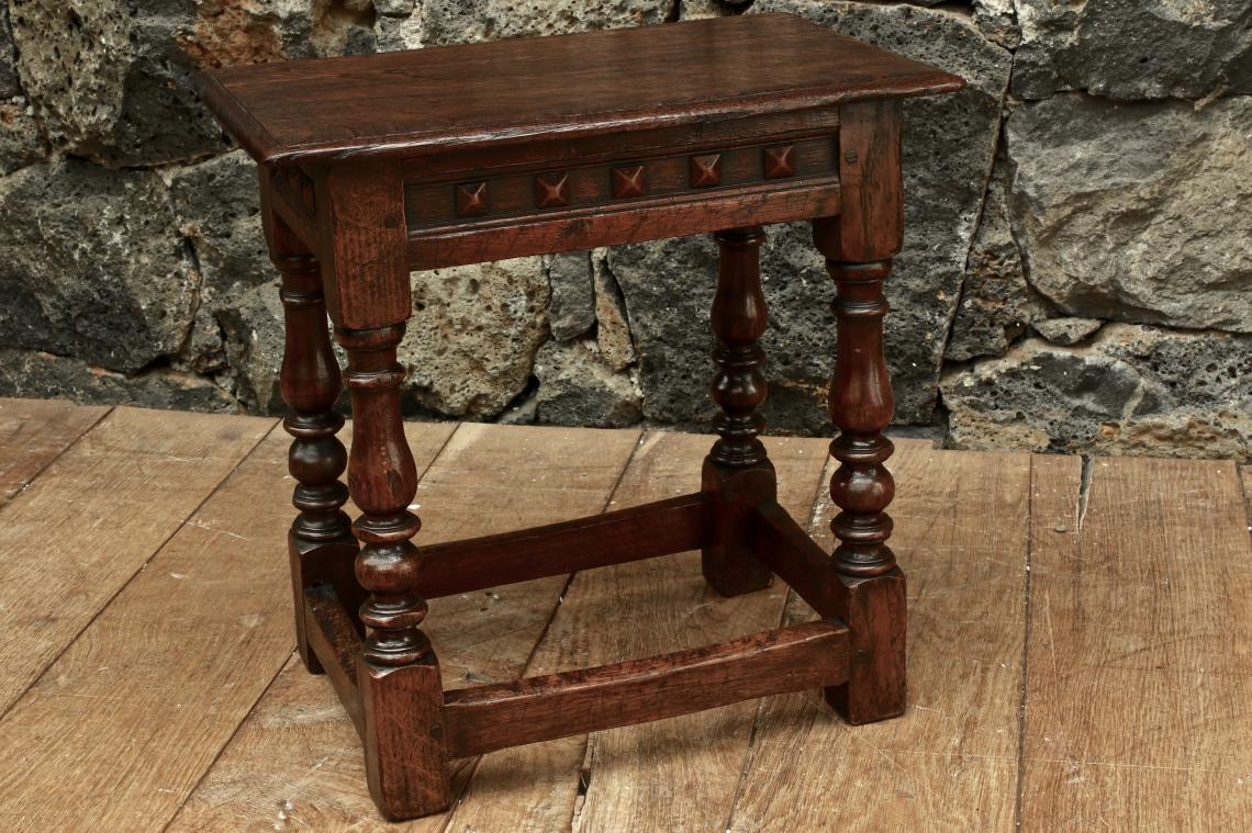 103-75 - Jointed Stool
