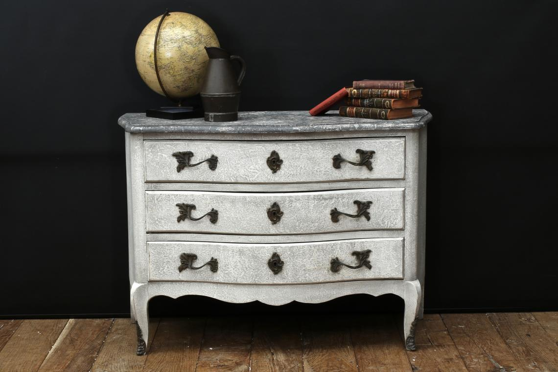 Serpintine Fronted Commode