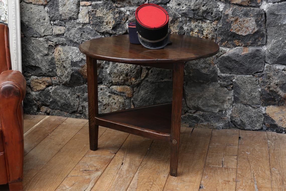 Cricket Table with shelf