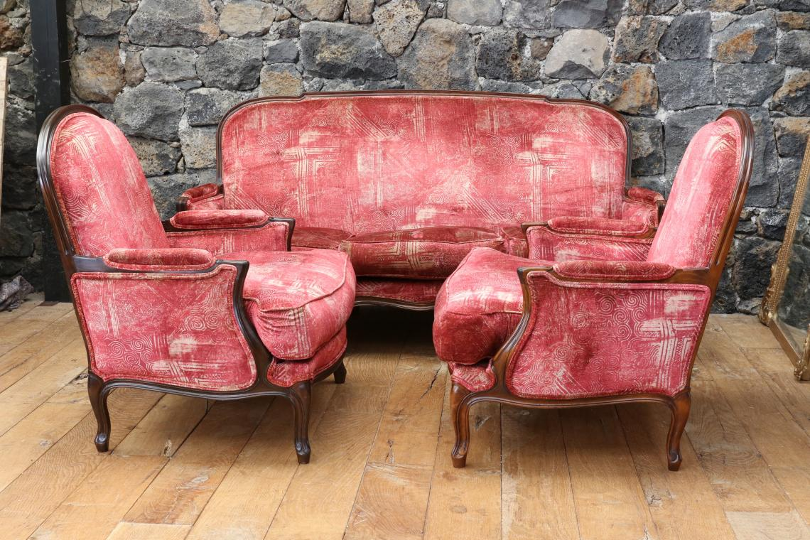 101-14 - Louis XV-Style Sofa and Chairs