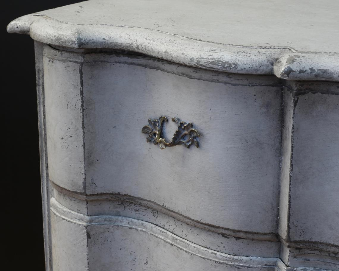 18th Century Grand Gustavian Commode