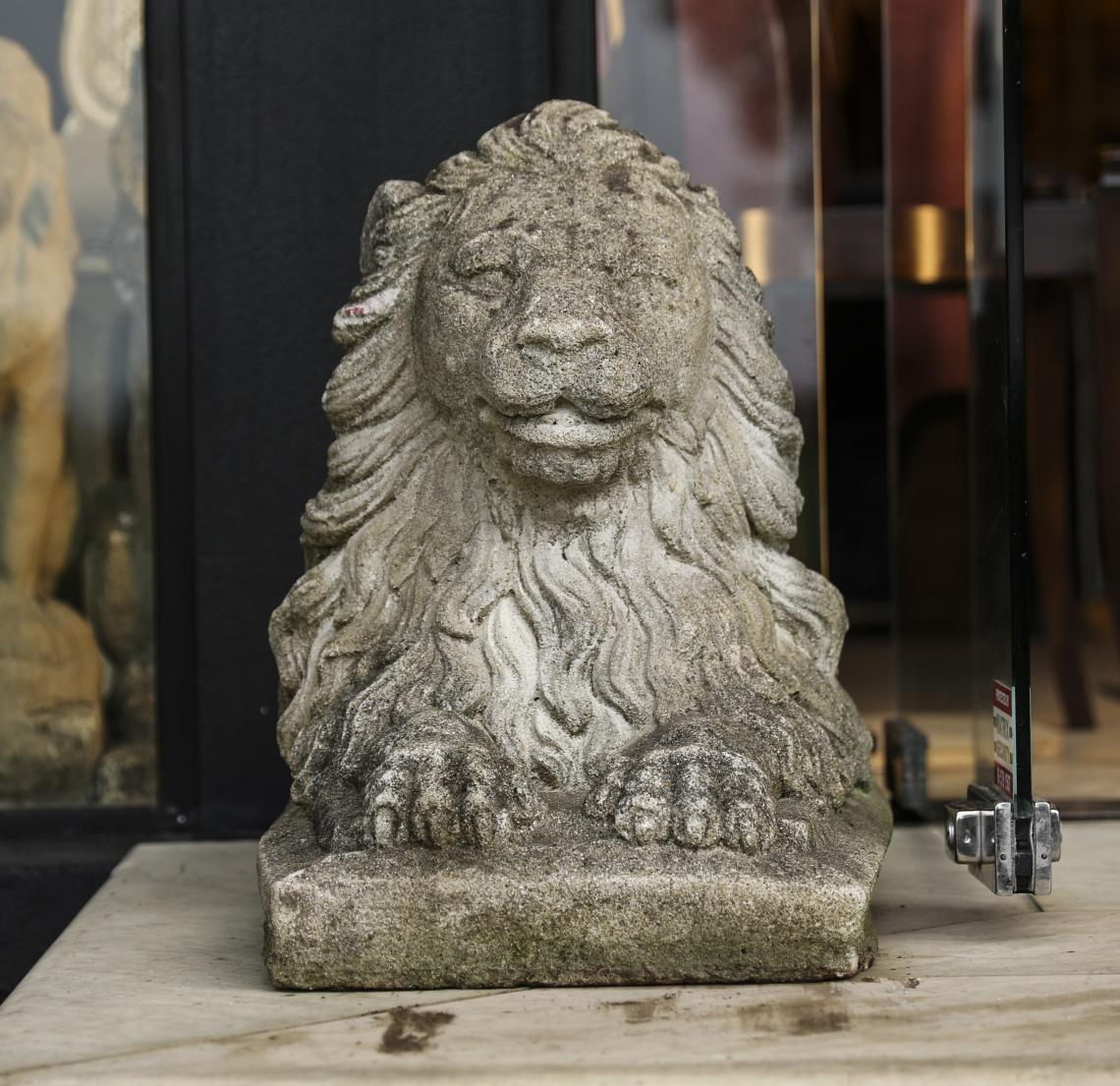 110-03 - Pair of Lions