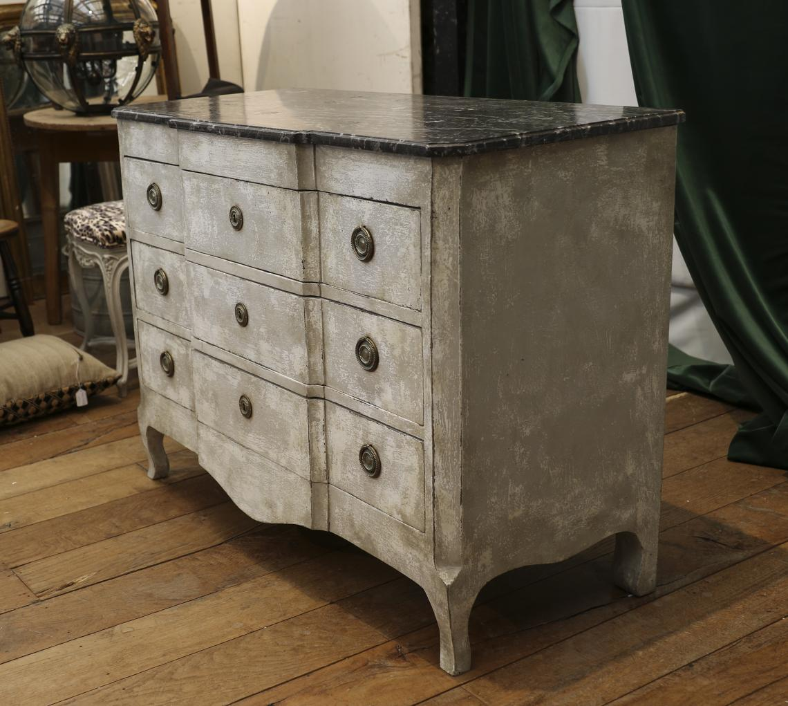 Transitional Commode