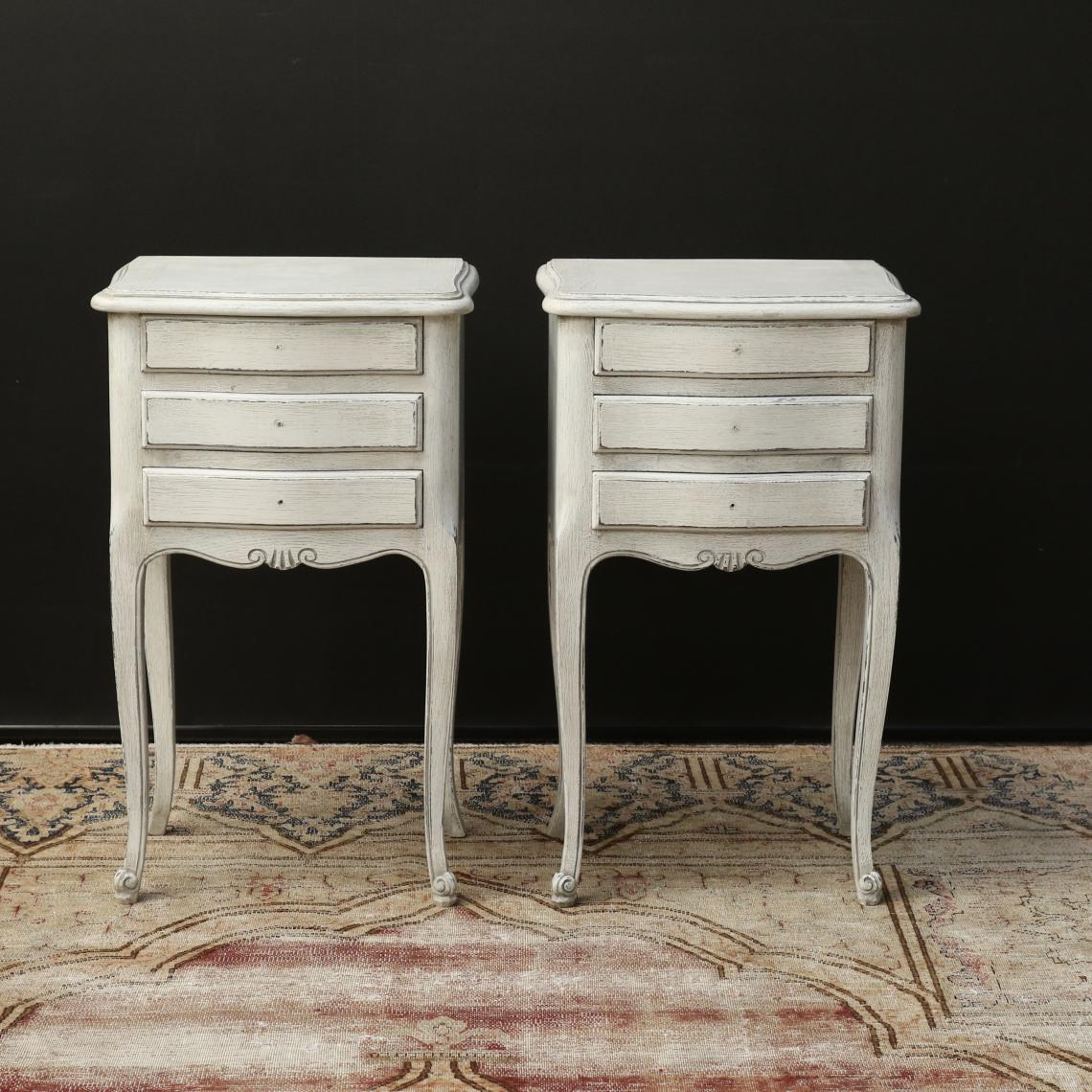 111-18 - Pair of French Bedsides