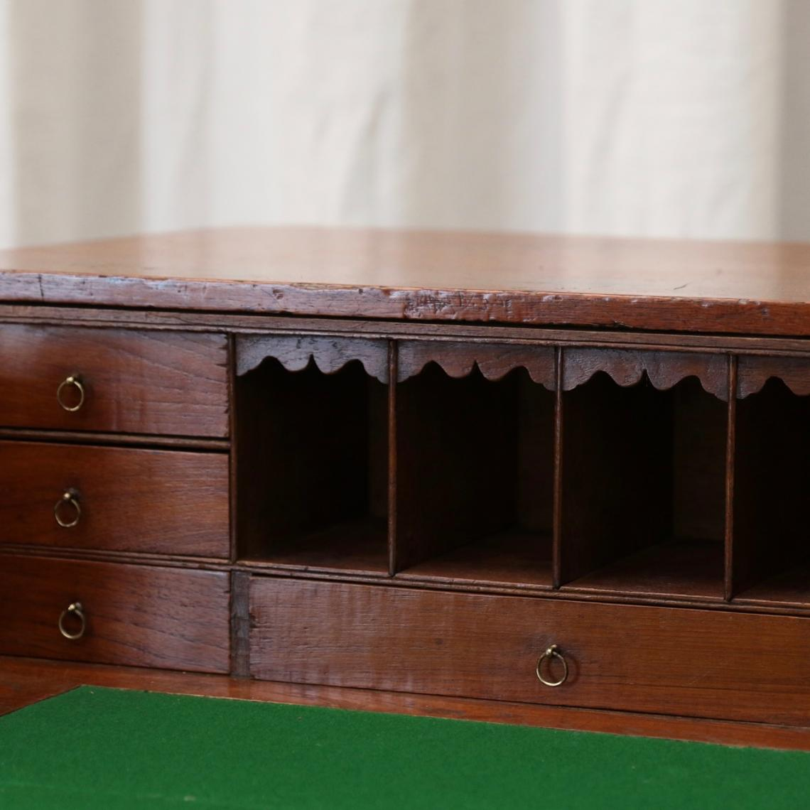 Military Chest / Bureau