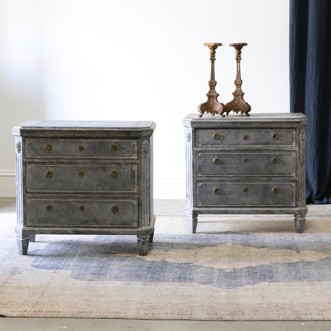 112-85 - Pair of Swedish Commodes