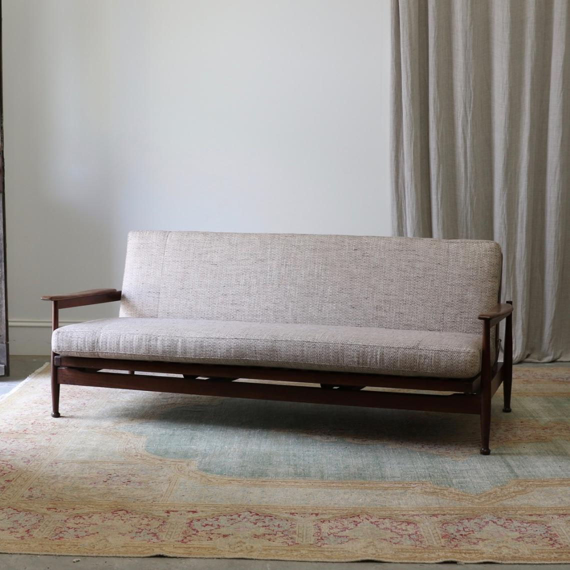 113-99 - Mid-Century Sofa / Daybed
