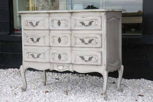 70-73 - French Oak Commode
