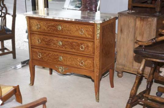 70-79 - French Commode