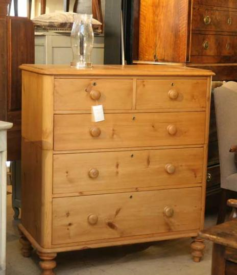 71-32 - Pine Chest of Drawers